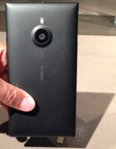 Nokia-Lumia-1520-phablet-Camera