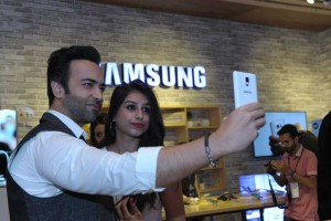 Samsung dazzles 'Bridal Couture Week' with Galaxy Note 5 & S6 Edge+
